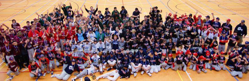 Erschöpfte aber glückliche Teams am Ende eines schönen und erfolgreichen Baseballtages